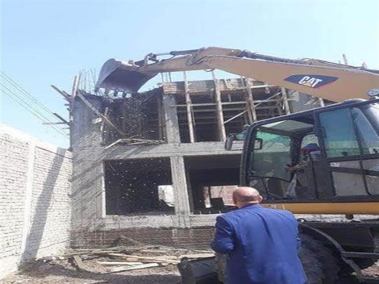 بالصور.. إزالة التعديات على حرم جامعة المنيا