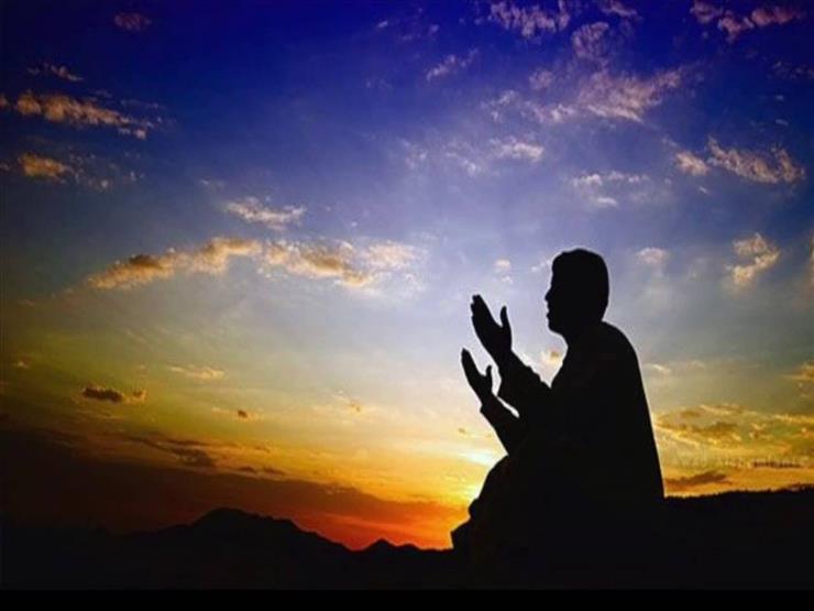حكم جمع الصلاة في البلاد التي تنعدم فيها العلامات.. الإفتاء توضح