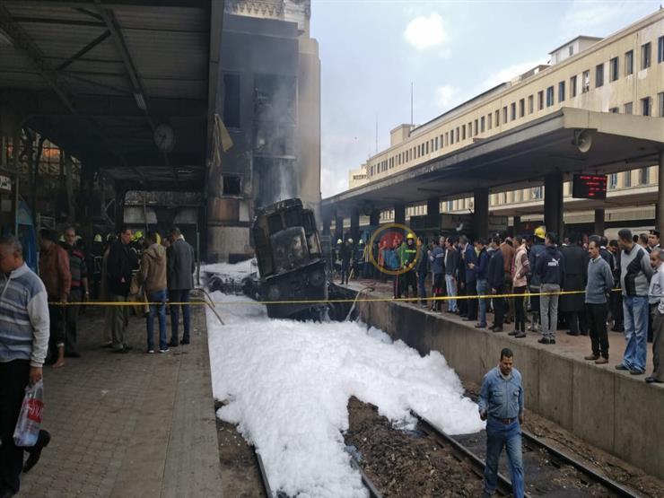 فيديو| لحظة اصطدام جرار القطار بمحطة مصر: دهس الركاب والرصيف