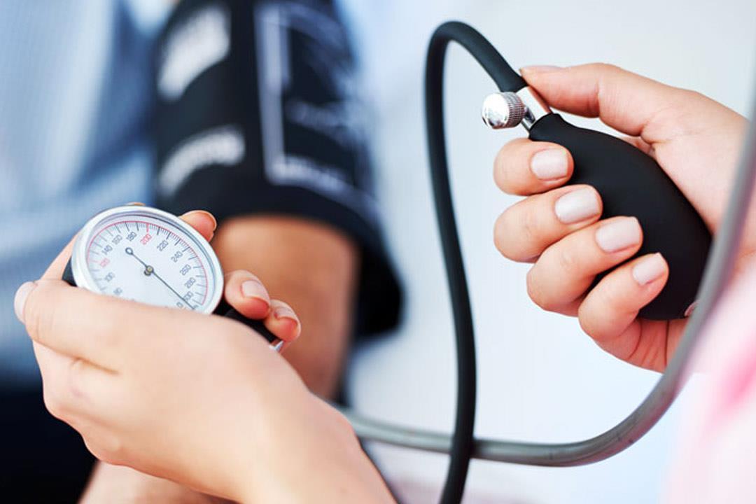 """""""غير الكركدية"""".. 10 إجراءات لخفض ضغط الدم دون أدوية"""