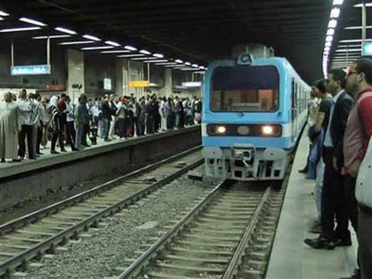فتاة تلقي بنفسها أمام المترو.. وقائد القطار ينقذها من الدهس