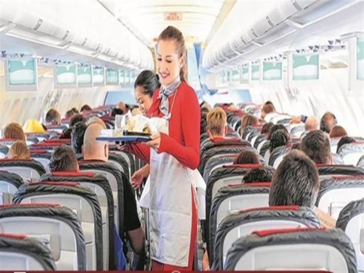 """تعرف على شركة الطيران التي سمحت للمضيفات بأخذ """"البقشيش"""" من المسافرين"""