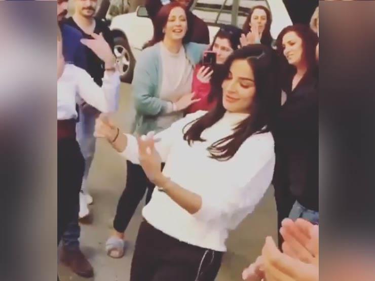 بالفيديو.. وصلة رقص لـ نادين نجيم على الطبل البلدي في عيد ميلادها