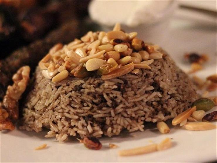 حضري الأرز باللحم المفروم والمكسرات بطريقة بسيطة