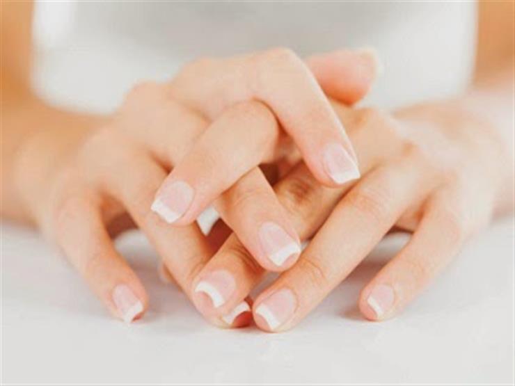4 حركات من اليدين تكشف لك شخصية الجالس أمامك