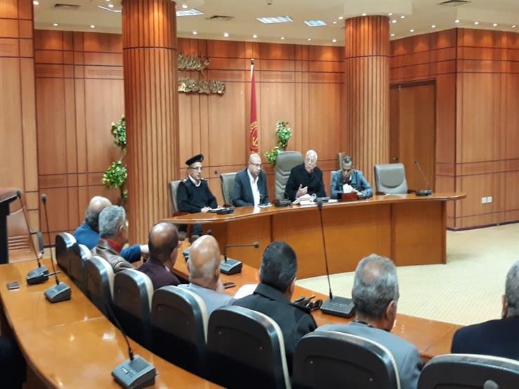محافظ بورسعيد يبحث مع الأجهزة التنفيذية الاستعدادات لبطولة الأمم الافريقية