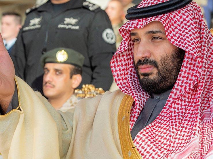 مصافحة تجمع ولي عهد السعودية ومبعوث قطر للقمة العربية (فيديو)