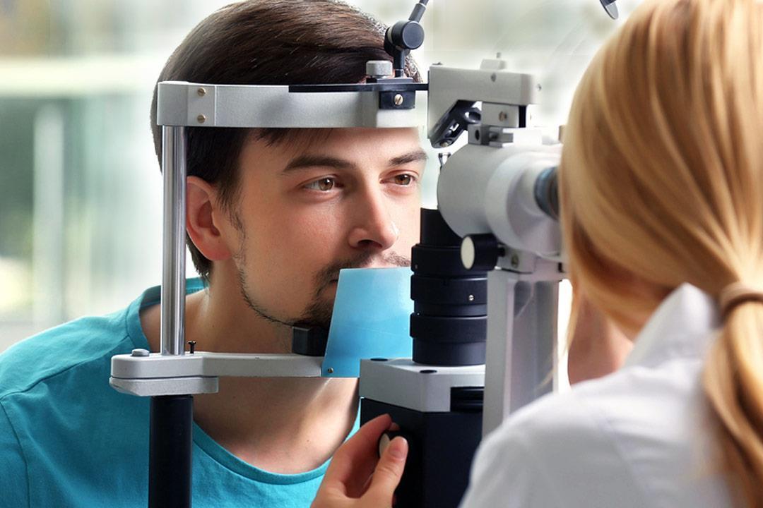مضاعفات خطيرة لضغط الدم على العين.. فحوصات كل 3 أشهر لهؤلاء