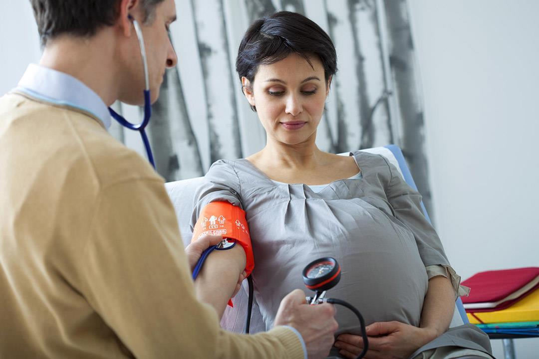 للحوامل.. متى يكون انخفاض ضغط الدم خطرا على الجنين؟