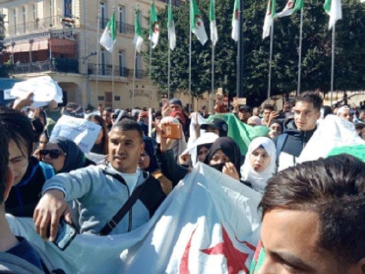 تظاهر العشرات من طلاب المدارس في الجزائر ضد بوتفليقة