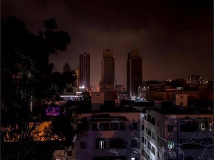 الأزمة في فنزويلا: إغلاق المدراس والشركات مع استمرار انقطاع التيار الكهربائي