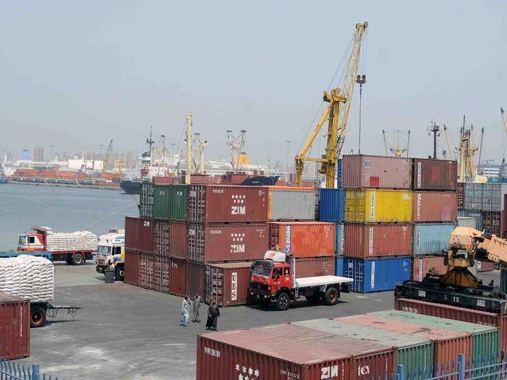 وصول 317 ألف طن قمح وذرة وغاز لميناء الإسكندرية