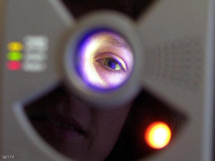 فحص للعين يكشف مرض ألزهايمر