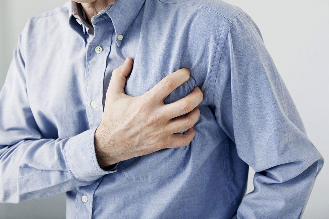 أعراض الذبحة الصدرية وأنواعها والفرق بينها وبين جلطة القلب