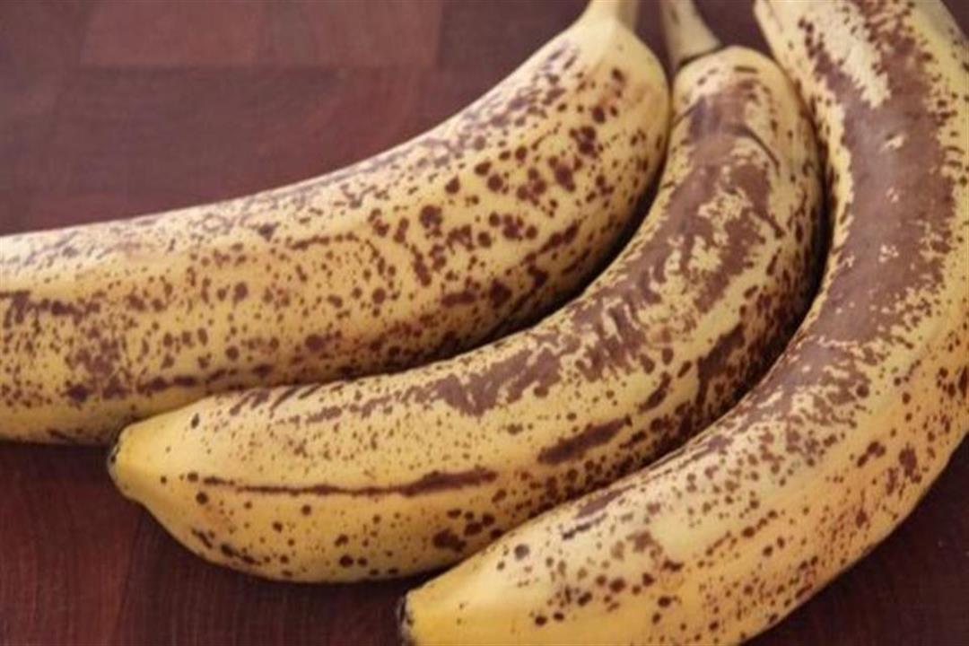 هل اسمرار قشرة الموز يمنعنا من تناوله؟