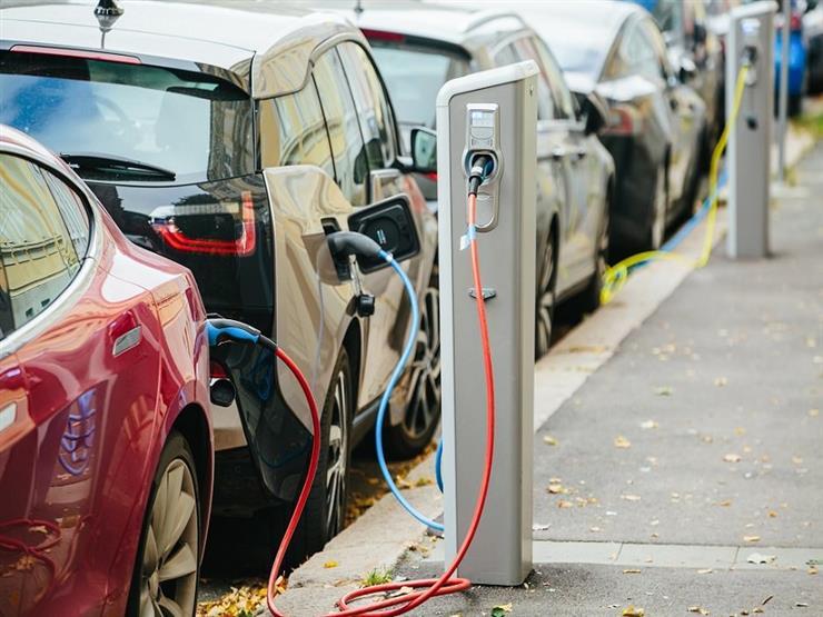 دراسة أمريكية  : الطقس البارد يقلل مدى سير السيارات الكهربائية   40 %