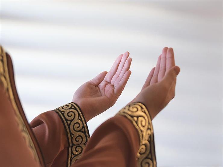 الداعية مصطفى حسني يوضح فضل زيارة المريض والدعاء له