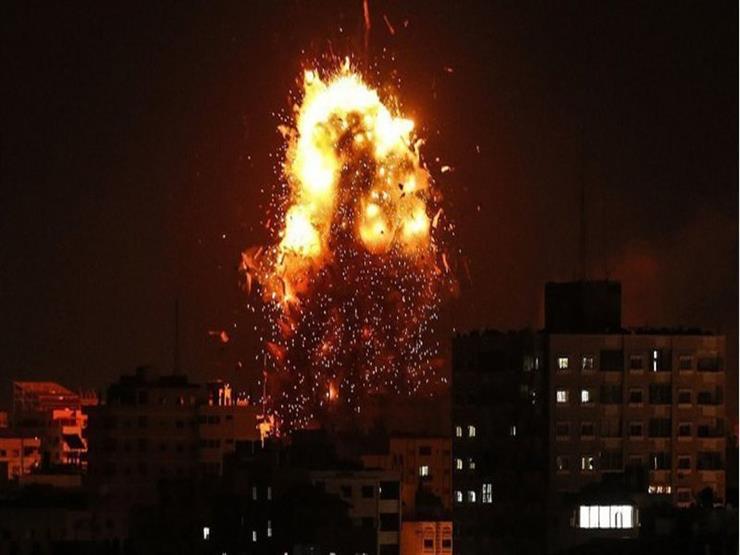 إصابة فلسطيني وزوجته بعد استهداف منزلهما في قصف الاحتلال الإسرائيلي على غزة