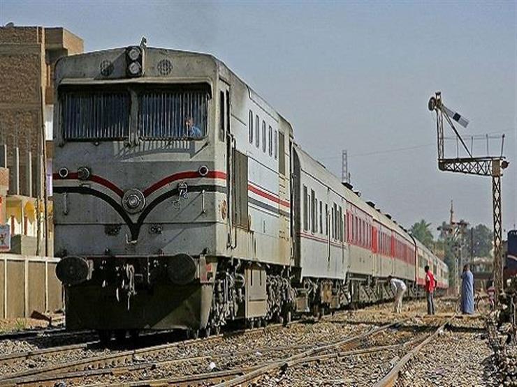 عودة حركة القطارات بعد توقفها ساعة في سوهاج