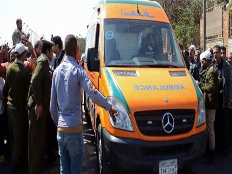 مصرع سائق وعامل في حادث تصادم سيارتين بسوهاج