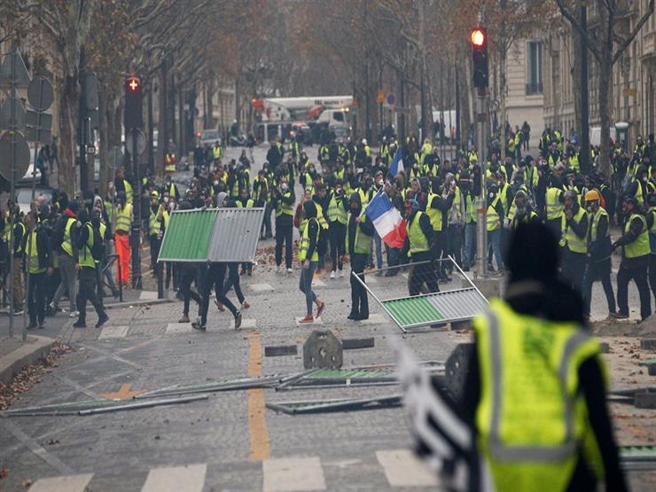 فرانس برس: محتجو السترات الصفراء ينهبون محلات الشانزليزيه