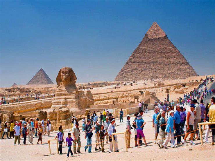 """""""الآثار"""" تبدأ تحسين خدمات الزوار بالأهرامات ومعبد فيله"""