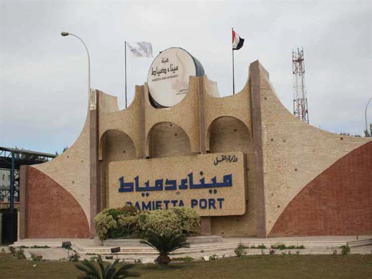 ميناء دمياط يستقبل 10 سفن ويصدر 25 ألف طن ملح