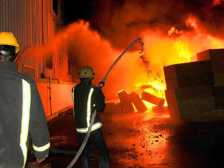 """السيطرة على حريق في """"مخزن بويات"""" بشبرا الخيمة"""