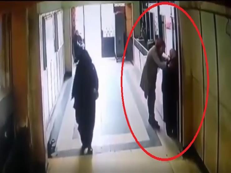 فيديو| ضربتها بسبب التأخير.. القصة الكاملة لاعتداء موظفة على زميلتها في شبرا