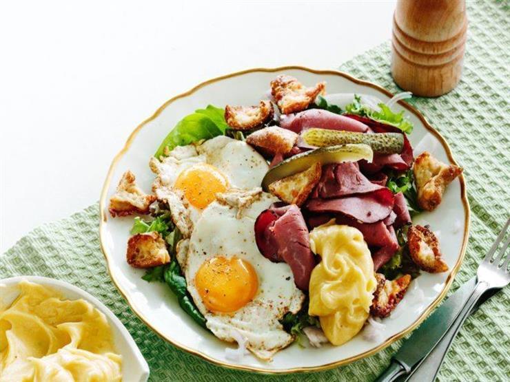 شديدة السمية..تعرف على مخاطر تناول البيض بالبسطرمة