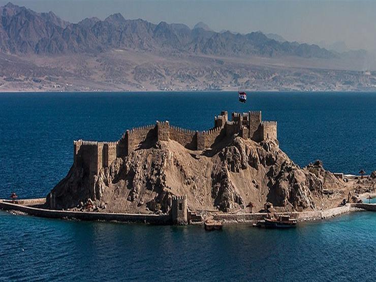 إضاءة قلعة صلاح الدين بطابا باللون الأزرق احتفالًا بيوم المياه العالمي