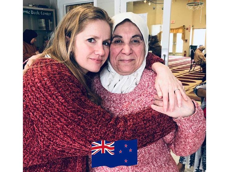 60 دقيقة من البكاء.. حين دخلت أمريكية المسجد لأول مرة بعد حادث نيوزيلندا