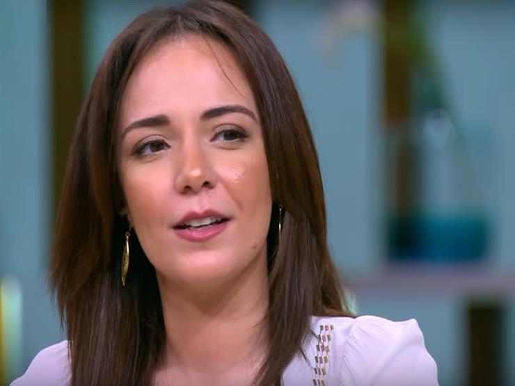 سارة درزاوي تروي كواليس رحلتها من معيدة بالجامعة إلى مسرح مصر