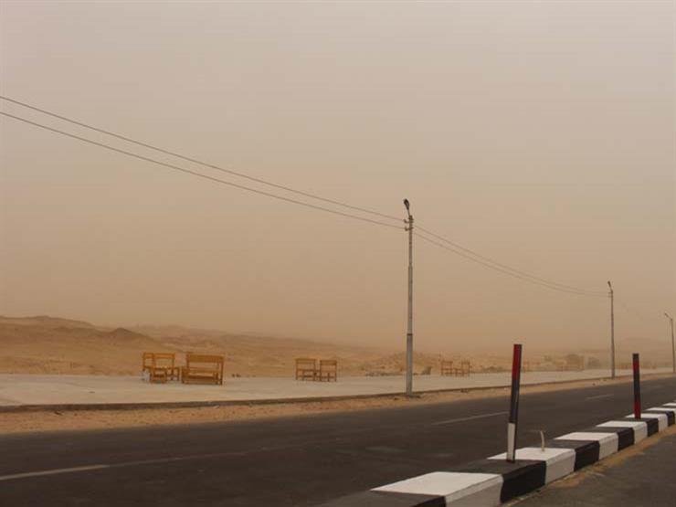 """المرور: غلق طريق """"الداخلة – الخارجة"""" بالوادي الجديد بسبب عاصفة ترابية"""
