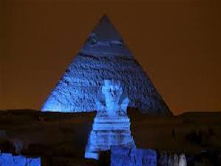 إضاءة الأهرامات باللون الأزرق في اليوم العالمي للمياه