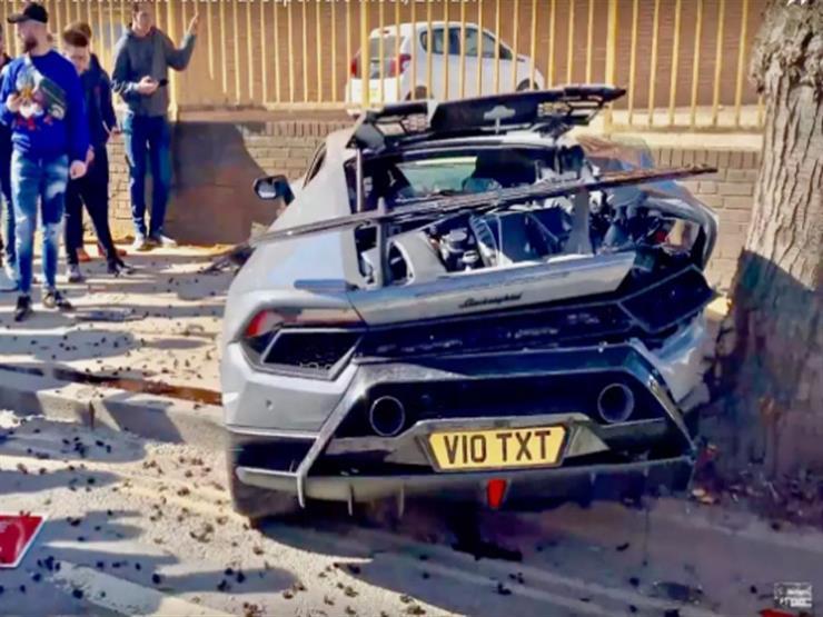 """""""حاول يستعرض بها فدمَّرها"""".. سائق يحطم سيارة لامبورجيني بـ5.7 مليون جنيه (فيديو)"""