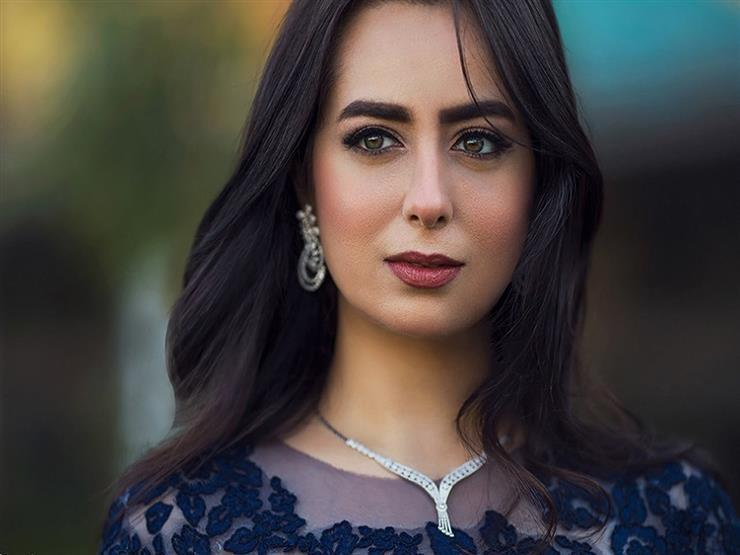 """هبة مجدي توجه رسالة لـ""""شيرين"""" عقب وقفها عن الغناء"""