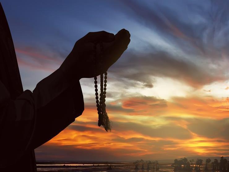 دعاءٌ في جوْف اللّيل: اللَّهُمَّ إِنِّي أَعُوذُ بِكَ مِنْ قَلْبٍ لاَ يَخْشَعُ ودُعَاءٍ لاَ يُسْمَعُ