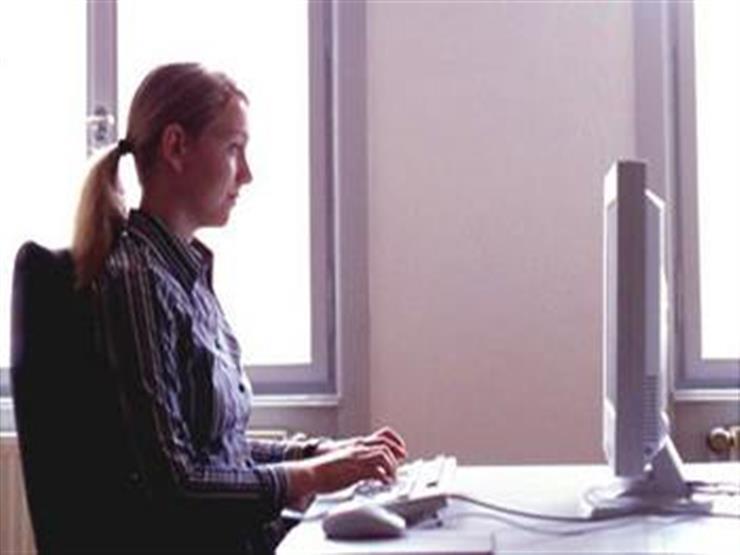 التخلص من آلام الرقبة والعنق.. هكذا تضبط شاشة الحاسوب بشكل صحيح