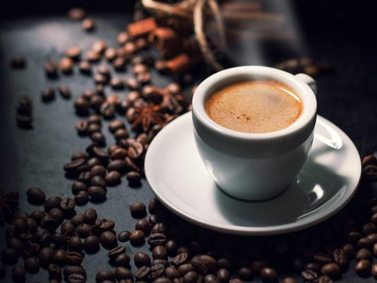6 أطعمة تسبب ضررًا على صحة الجلد منها.. القهوة