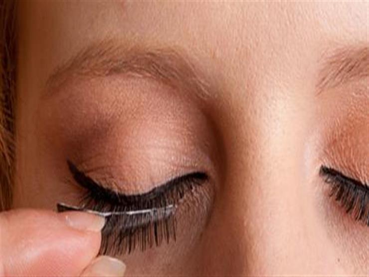 تهددها بالالتهابات.. إليكِ أضرار الرموش الصناعية على العين