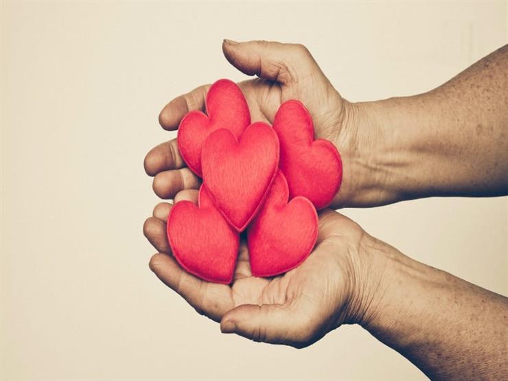 """منها """"طبطبة أو حضن"""".. عمرو خالد يُحدد 7 طرق للتعبير عن الحب (فيديو)"""