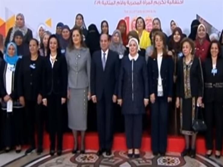 السيسي وقرينته يصلان مقر احتفالية تكريم المرأة المصرية والأم المثالية