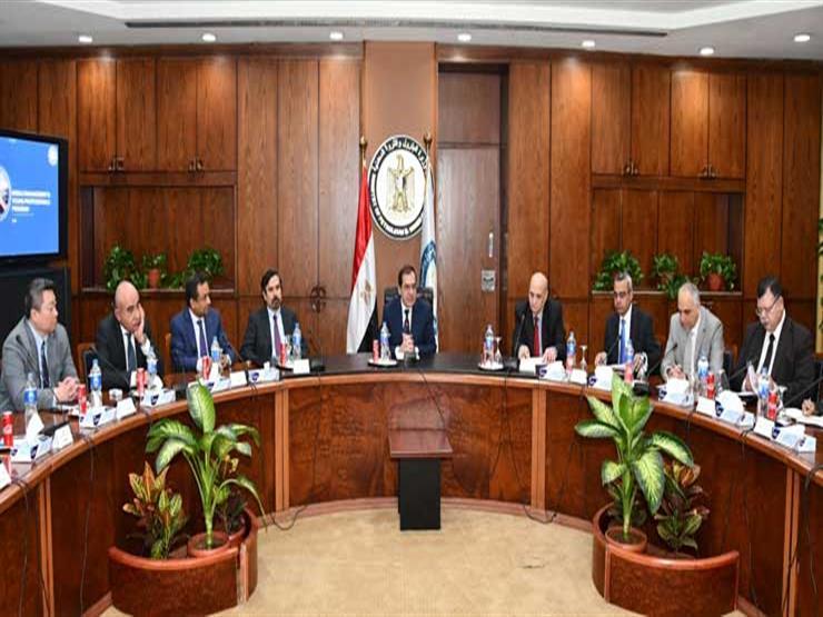 وزير البترول يعقد اجتماعا لمتابعة تنفيذ برنامج تأهيل القيادات الشابة