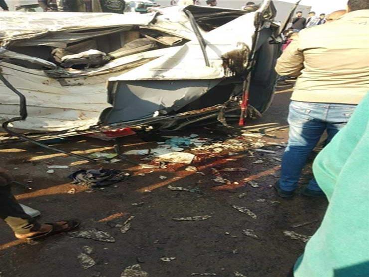 إصابة 10 بينهم طفلين في تصادم سيارتين ببني سويف