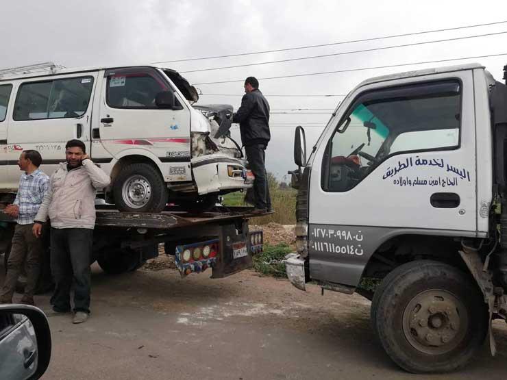بينهم رئيس دائرة في محكمة دمنهور.. إصابة 6 أشخاص في تصادم سيارتين بالبحيرة