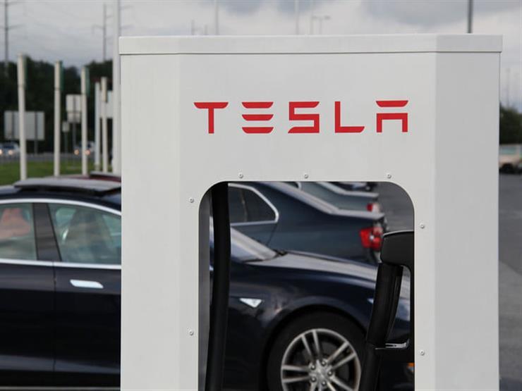 """لهذا السبب.. الصين تحتجز المئات من سيارات """"تيسلا"""" الكهربائية"""