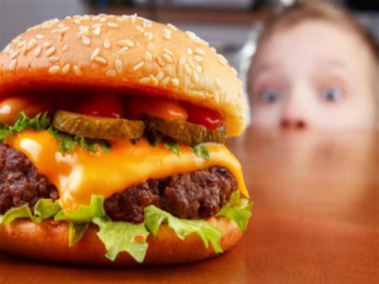 شفرة حلاقة حادة داخل وجبة أطفال في سلسة مطاعم شهيرة
