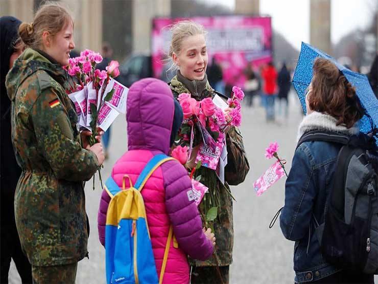 هدايا وإجازات واحتفالات.. هكذا يحتفل العالم باليوم العالمي للمرأة