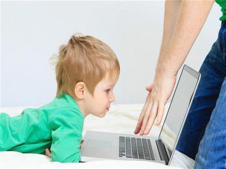 هذه العلامات تنذر بإدمان الطفل لألعاب الفيديو